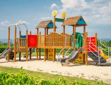 Как организовать детскую площадку на участке?