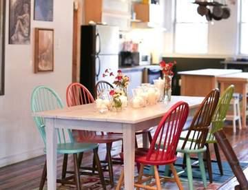 Яркие акценты в интерьере кухни: как сочетать цветные стулья