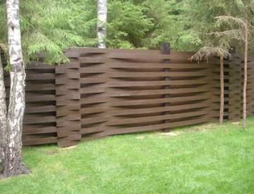 Основные преимущества деревянных заборов