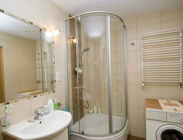 Варианты дизайна ванных комнат с душевыми кабинами