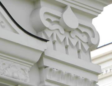 Использование пенопласта в фасадном декоре