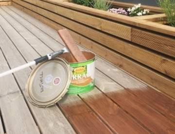 Защита древесины: лак по дереву, масло для террас