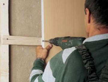 Как обшить стены ПВХ-панелями: конструкция, монтаж, откосы