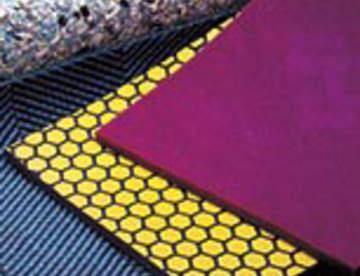 Подложки под ковролин: плюсы использования и особенности выбора