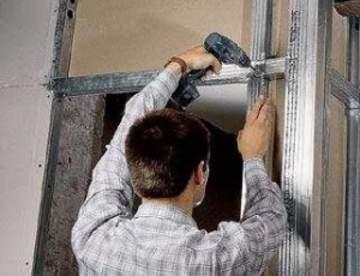 Сухое выравнивание стен гипсокартоном: с установкой профиля и приклеиванием