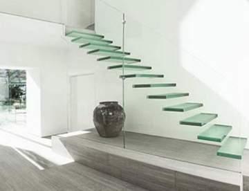 Стеклянная лестница – изящное дизайнерское решение