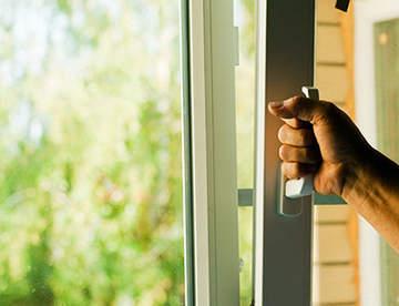 Чем опасны пластиковые окна?