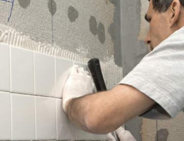 Как выполнять укладку плитки в ванной