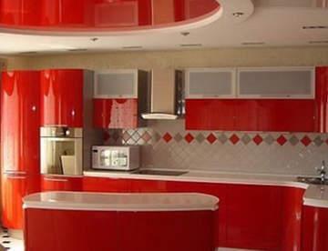 Идеи оформления потолка на кухне