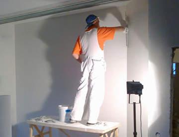 Ремонт дефектов стен при помощи шпаклевки