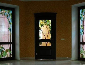 Межкомнатные витражные двери в интерьере