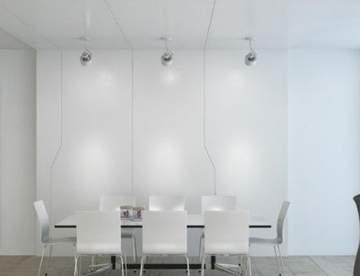Белый цвет межкомнатных дверей