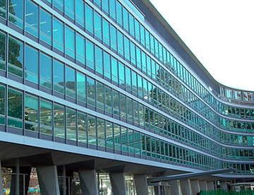Отличительные особенности остекления фасадов зданий