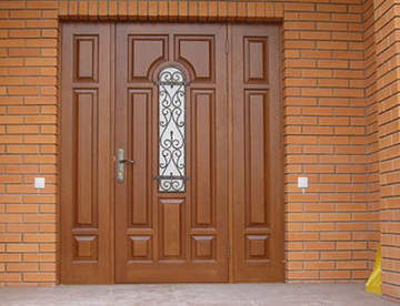Актуальность входных дверей из дерева