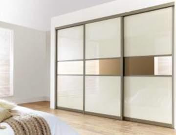Шкафы-купе с полкой под телевизор — удобство и комфорт в спальне