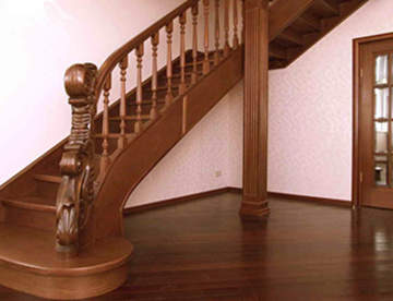 Тонировка и лакировка деревянных лестниц