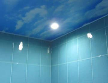Особенности натяжных потолков для ванны