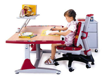 Столы для школьника: современные требования к такой мебели