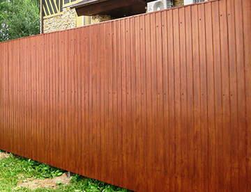Забор из дерева или профнастила